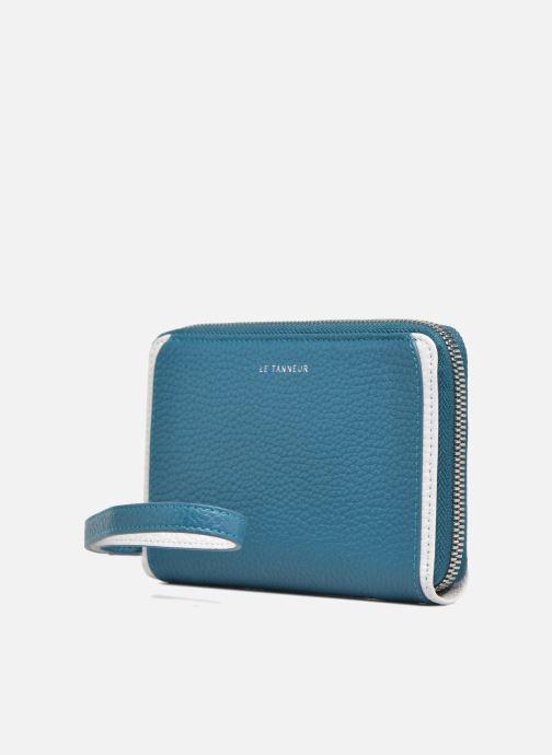 Petite Maroquinerie Le Tanneur AGATHE Porte-monnaie zippé téléphone Bleu vue portées chaussures