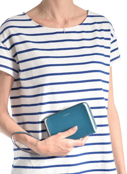 Petite Maroquinerie Le Tanneur AGATHE Porte-monnaie zippé téléphone Bleu vue bas / vue portée sac