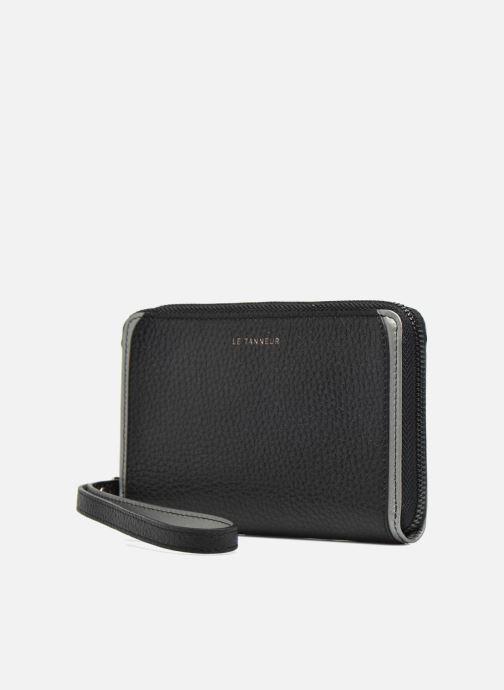 Petite Maroquinerie Le Tanneur AGATHE Porte-monnaie zippé téléphone Noir vue portées chaussures