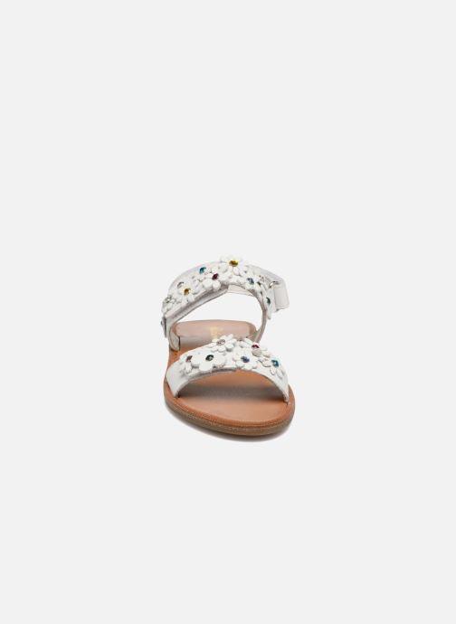 Sandales et nu-pieds Naturino Mila 5030 Blanc vue portées chaussures