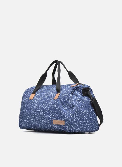 Borsa da palestra Eastpak AILEEN Sac duffle Azzurro modello indossato