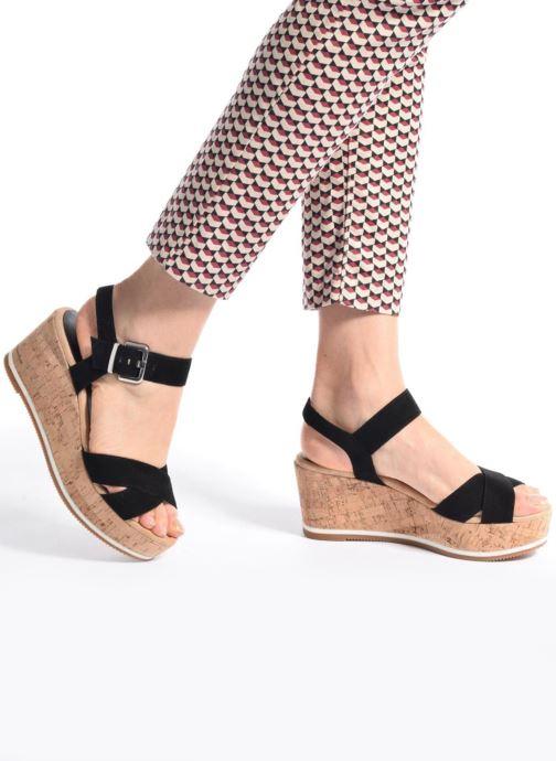 Sandalen Unisa Karpi schwarz ansicht von unten / tasche getragen