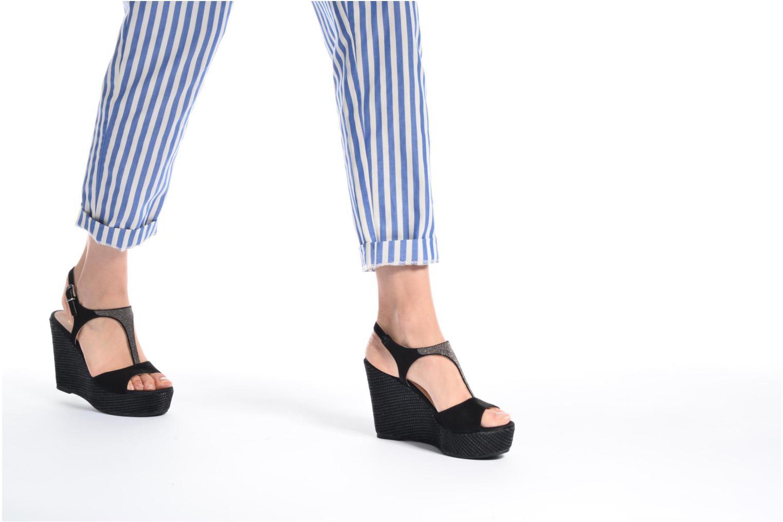 Sandales et nu-pieds Unisa Mambasen Noir vue bas / vue portée sac