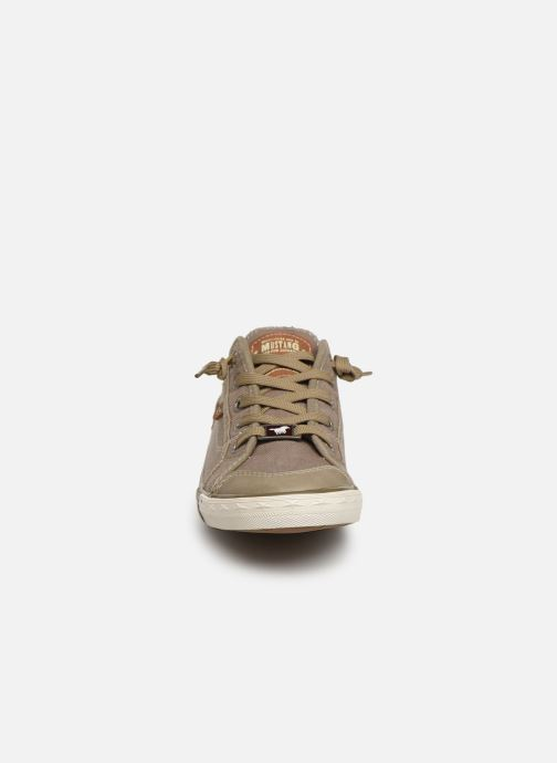 Baskets Mustang shoes Hartwig Beige vue portées chaussures