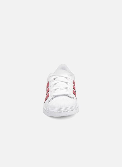 Baskets adidas originals Superstar C Noir vue portées chaussures