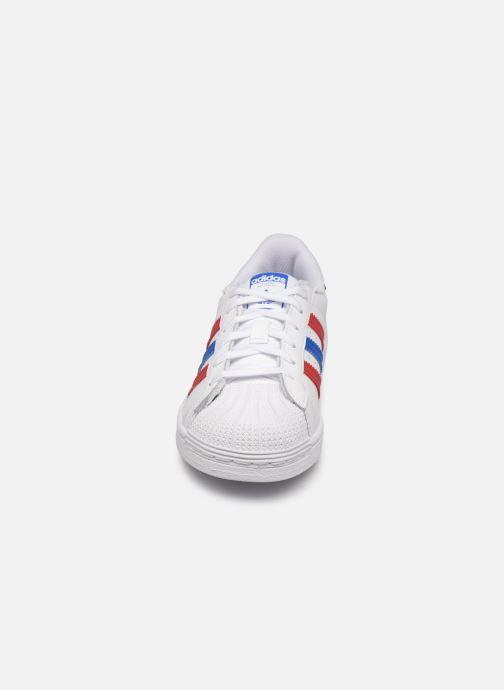 Baskets adidas originals Superstar C Blanc vue portées chaussures