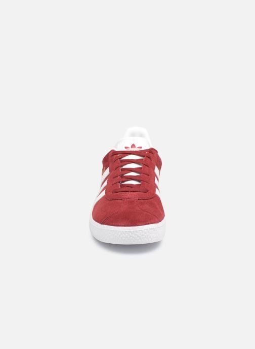 Baskets adidas originals Gazelle J Rouge vue portées chaussures