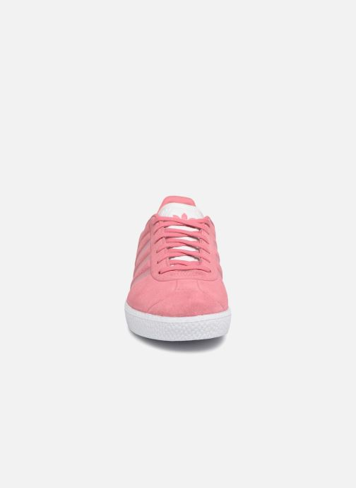 Baskets adidas originals Gazelle J Rose vue portées chaussures