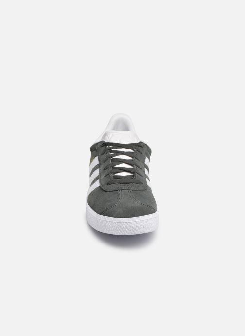 Baskets adidas originals Gazelle J Gris vue portées chaussures