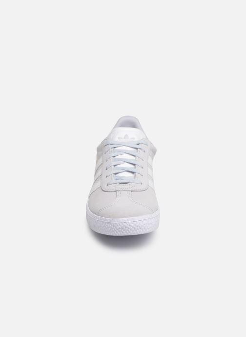Sneakers adidas originals Gazelle J Azzurro modello indossato