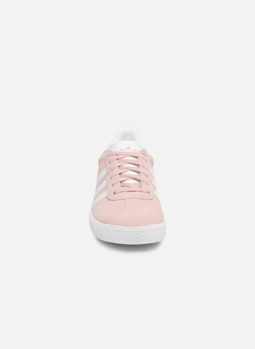 Sneakers adidas originals Gazelle C Rosa modello indossato