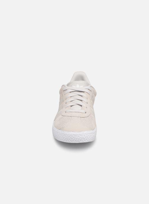 Sneakers adidas originals Gazelle C Grigio modello indossato