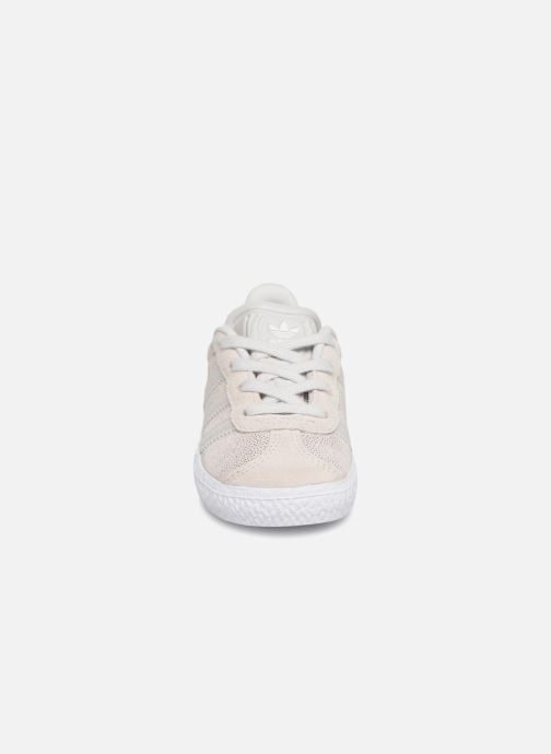 Baskets adidas originals Gazelle I Gris vue portées chaussures