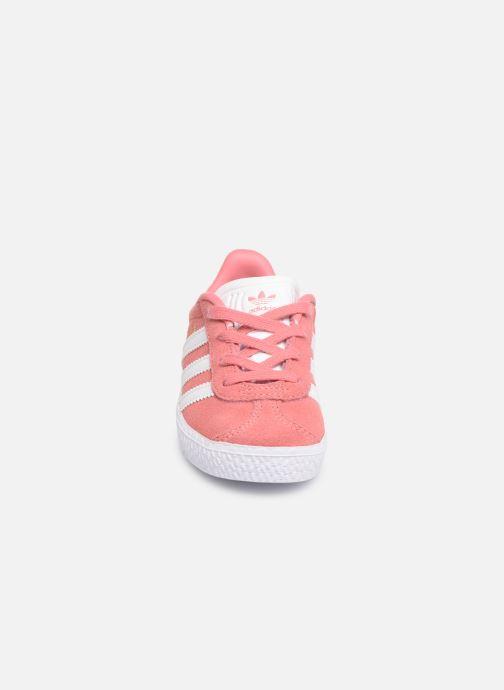 Baskets adidas originals Gazelle I Rose vue portées chaussures