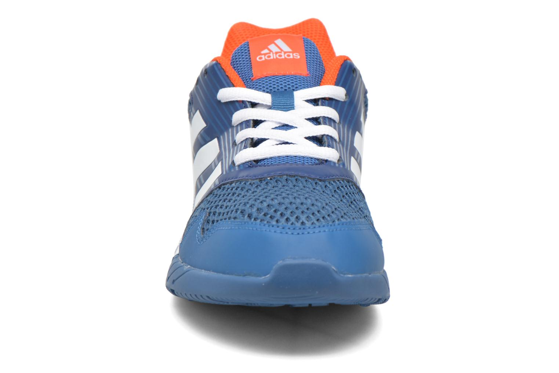 Chaussures de sport Adidas Performance Altarun K Bleu vue portées chaussures