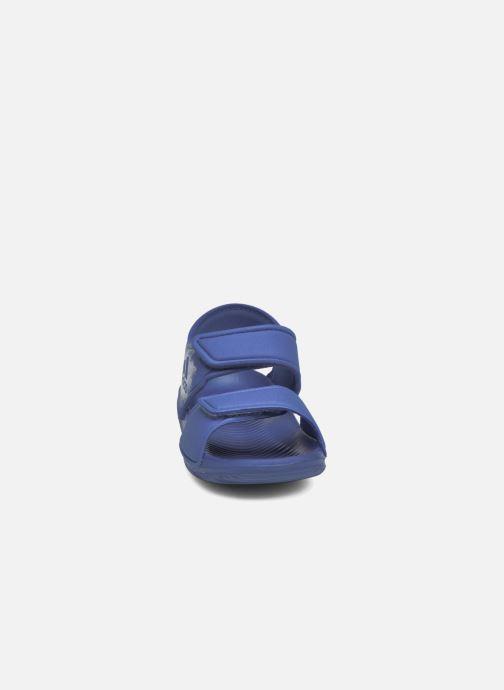 Sandali e scarpe aperte adidas performance Altaswim I Azzurro modello indossato