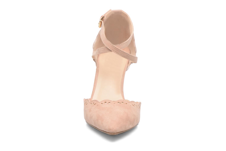 Zapatos de tacón Dorothy Perkins Genna Beige vista del modelo