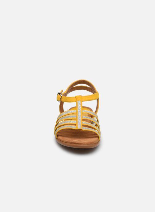 Sandales et nu-pieds Unisa Lotre Jaune vue portées chaussures