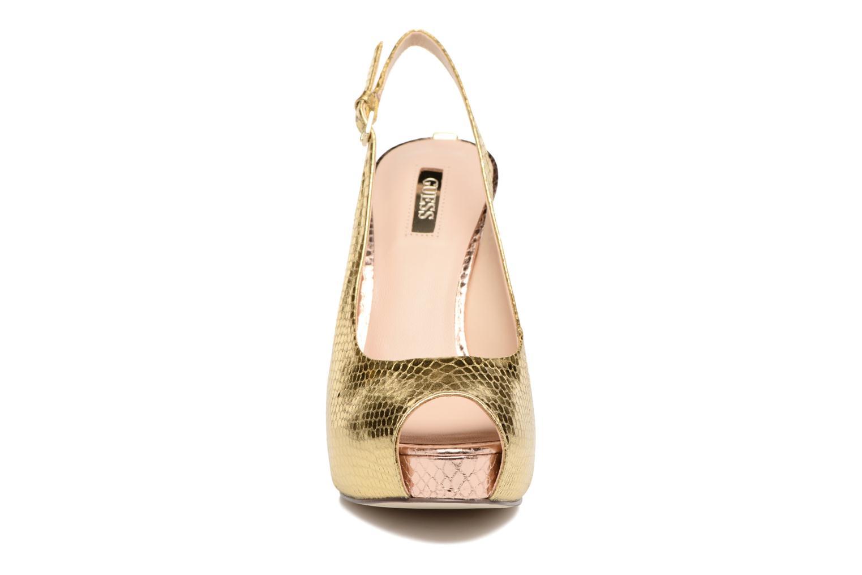 Escarpins Guess Huele2 Or et bronze vue portées chaussures