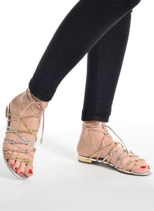 Sandales et nu-pieds Guess Racha Noir vue bas / vue portée sac