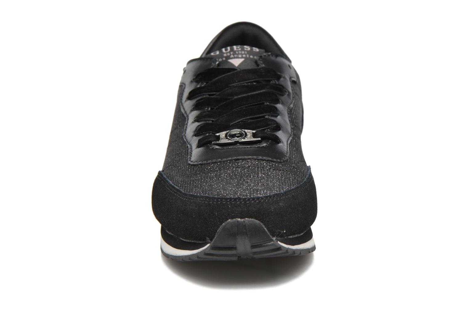 Baskets Guess Sunny Noir vue portées chaussures