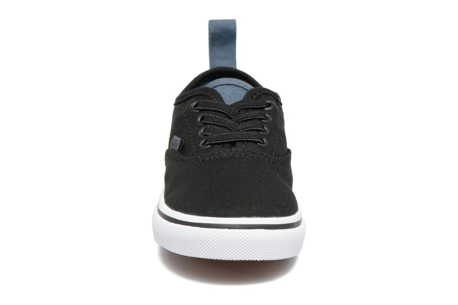 Sneakers Vans Authentic Elastic Lace BB Nero modello indossato