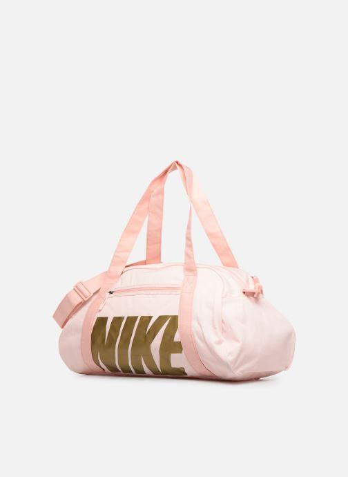 Bolsas de deporte Nike Women's Nike Gym Club Training Duffel Bag Rosa vista del modelo