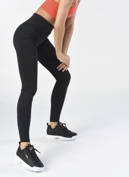 Sneaker FILA Disruptor Low W schwarz ansicht von unten / tasche getragen