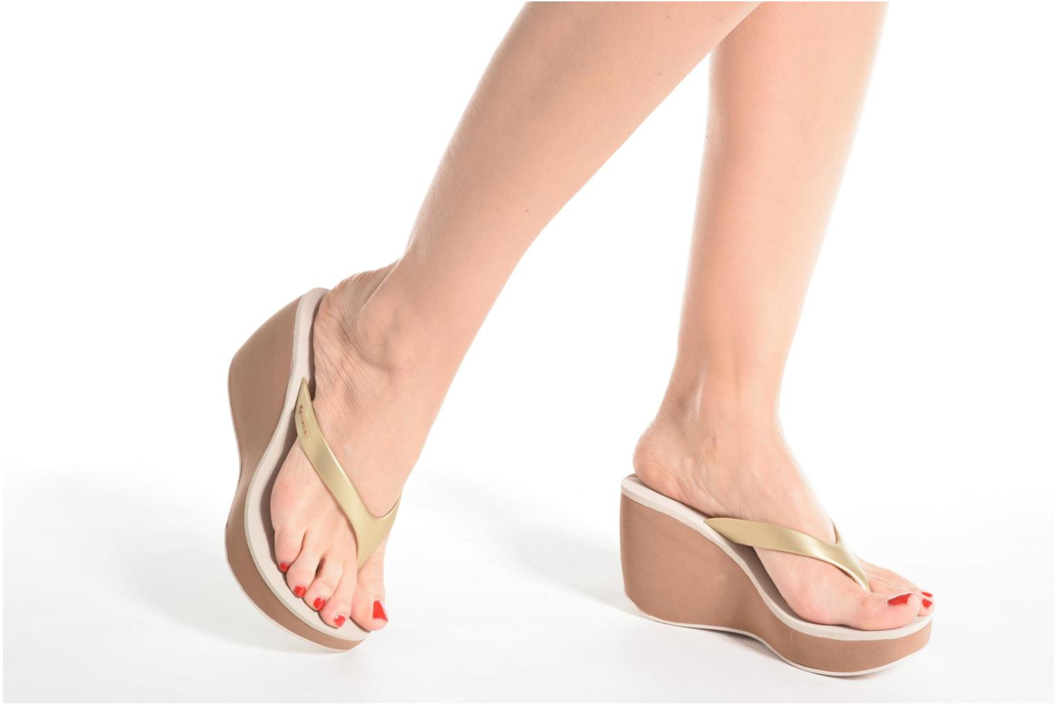 Flip flops Ipanema Lipstick Thong V Beige view from underneath / model view