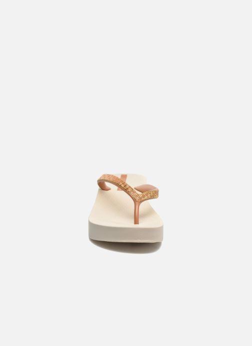 Tongs Ipanema Mesh Plat II Beige vue portées chaussures