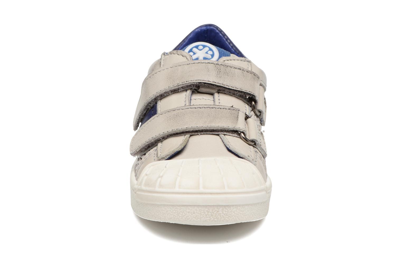 Sneakers Acebo's Ricardo Grigio modello indossato