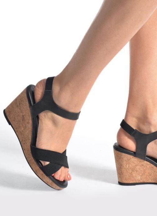 Sandales et nu-pieds Shoe the bear Alec Noir vue bas / vue portée sac