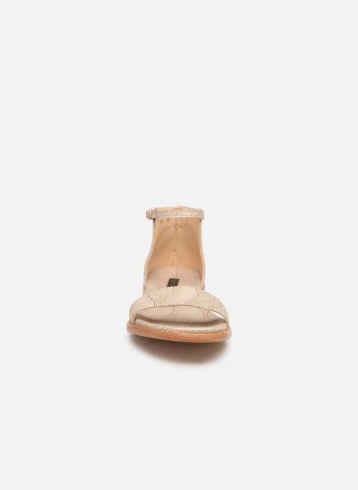 Sandali e scarpe aperte Neosens Aurora S941 Beige modello indossato