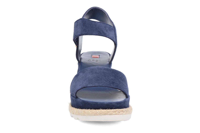 Sandali e scarpe aperte HÖGL Maja Azzurro modello indossato