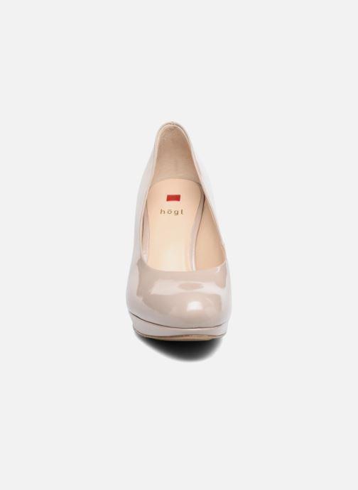 Zapatos de tacón HÖGL Kasia Beige vista del modelo