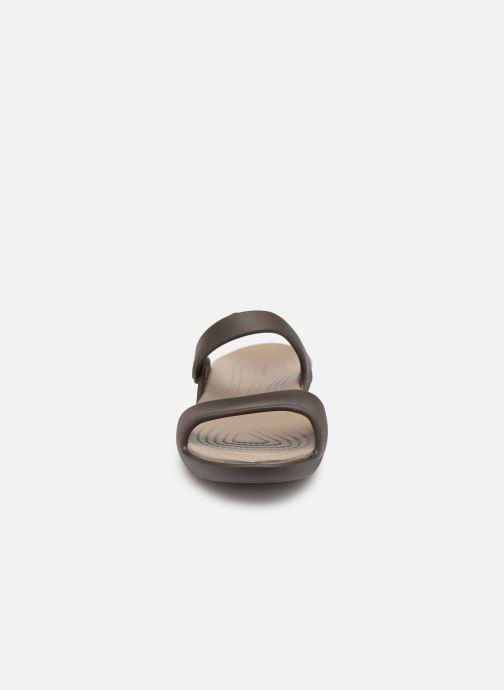 Mules et sabots Crocs Cleo V Marron vue portées chaussures