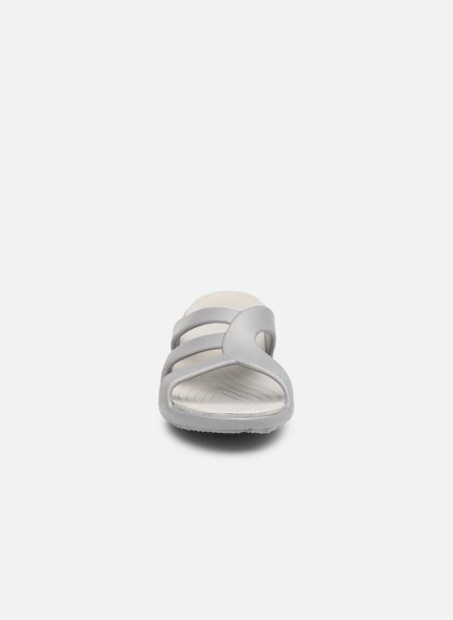 Zoccoli Crocs Sanrah Strappy Wedge Grigio modello indossato
