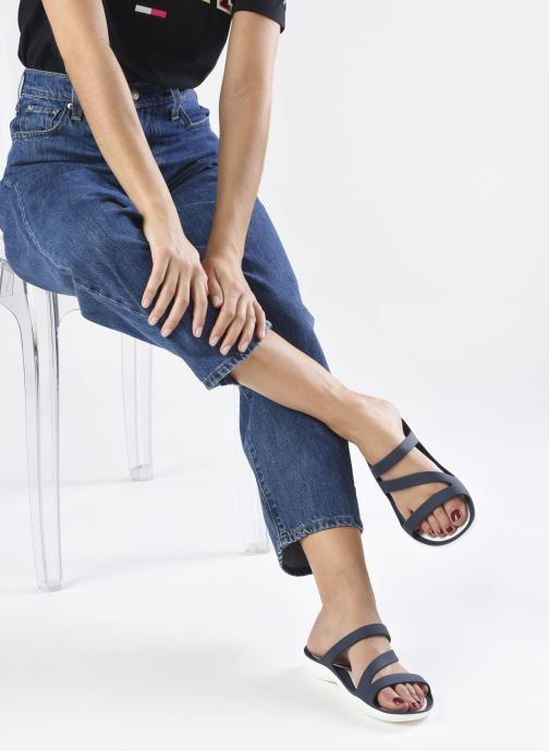 Zuecos Crocs Swiftwater Sandal W Azul vista de abajo