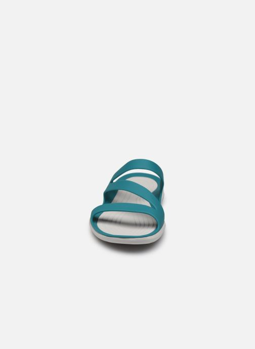 Zuecos Crocs Swiftwater Sandal W Azul vista del modelo