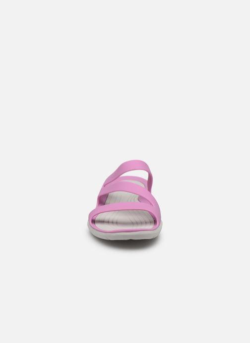 Zoccoli Crocs Swiftwater Sandal W Viola modello indossato