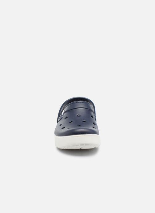 Sandales et nu-pieds Crocs CitiLane Clog Bleu vue portées chaussures