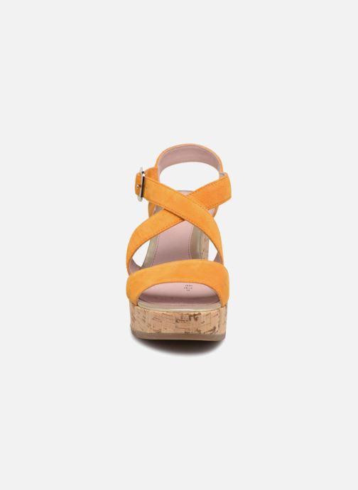 Sandales et nu-pieds Stonefly Carol 4 Jaune vue portées chaussures