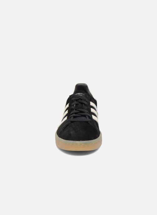 Sneakers adidas originals Campus Nero modello indossato