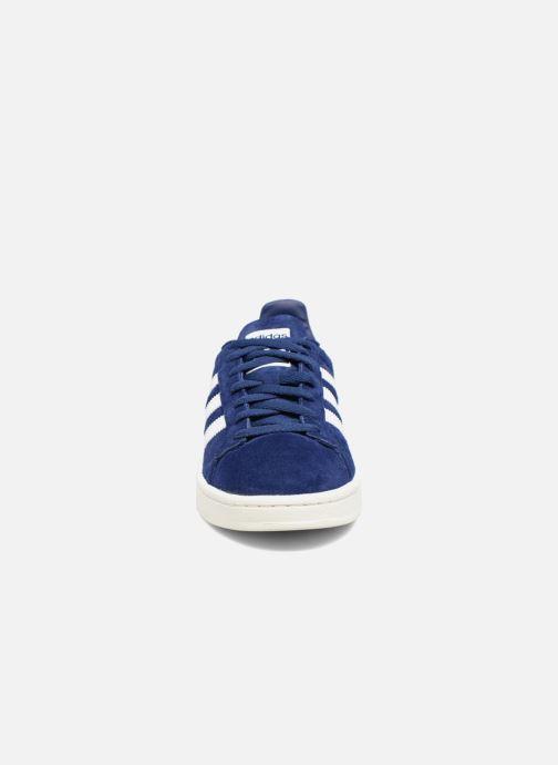 Sneakers adidas originals Campus Azzurro modello indossato