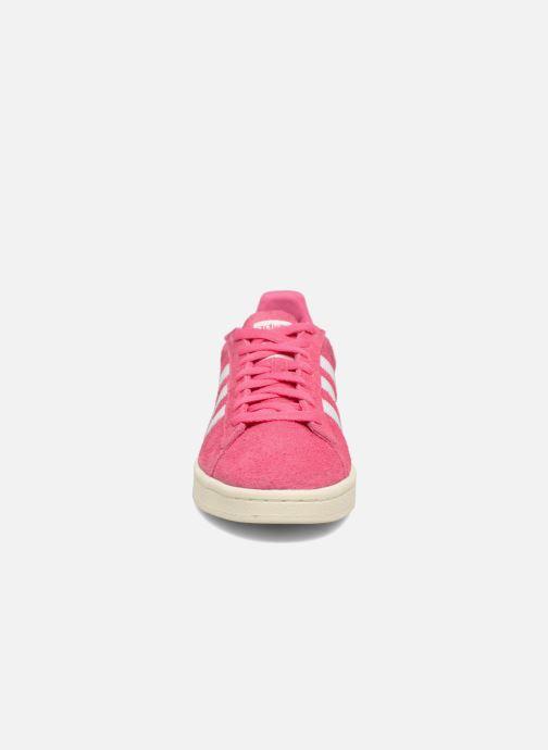 Sneakers adidas originals Campus Rosa modello indossato
