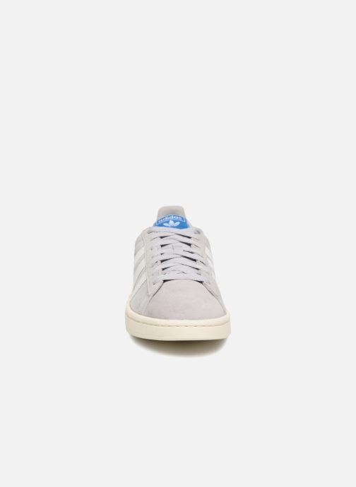 Baskets Adidas Originals Campus Gris vue portées chaussures