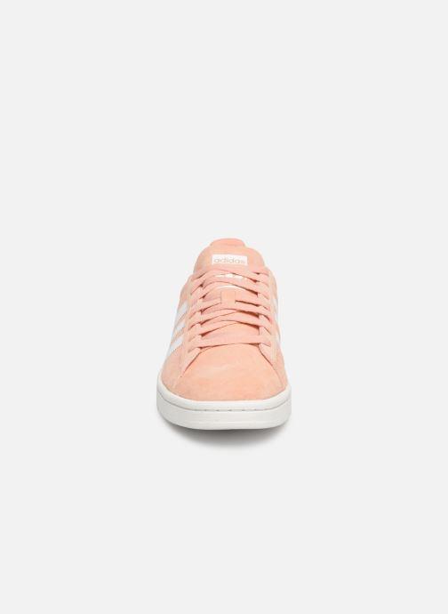 Sneakers adidas originals Campus W Rosa modello indossato