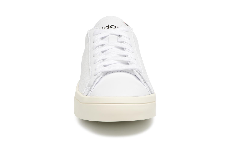 Baskets Adidas Originals Courtvantage W Blanc vue portées chaussures