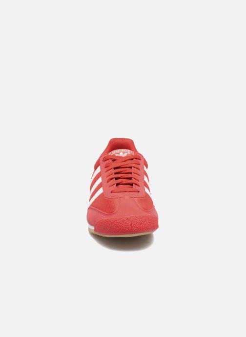Sneakers adidas originals Dragon Og Rosso modello indossato
