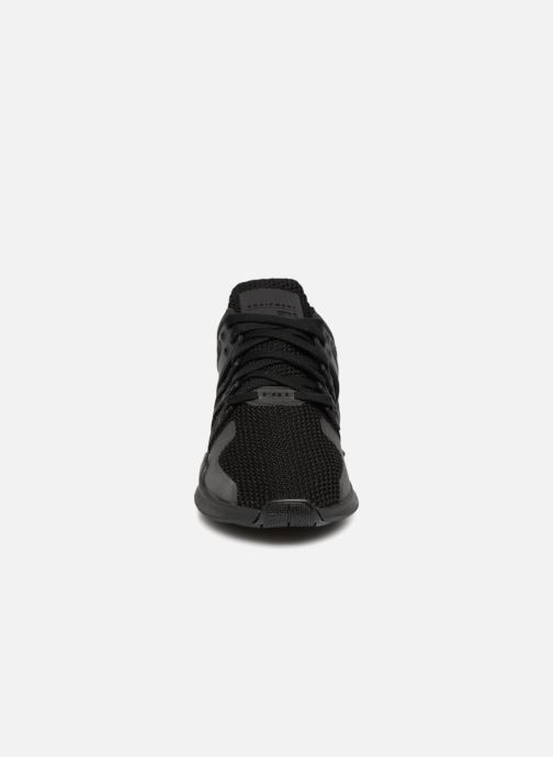 Sneakers Adidas Originals Eqt Support Adv Nero modello indossato